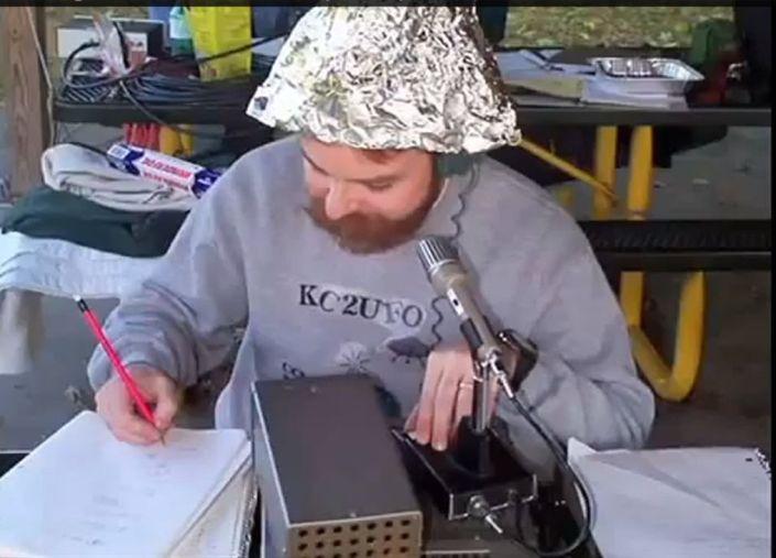 bekloppter paranoider verschwörungstheoretiker
