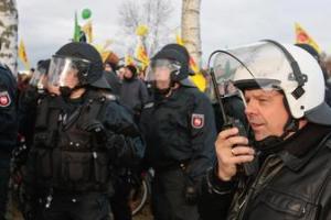 Polizisten-fuehlen-sich-als-Pruegelknaben-der-Nation_ArtikelQuerKlein